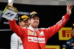 Подиум: второе место - Себастьян Феттель, Ferrari