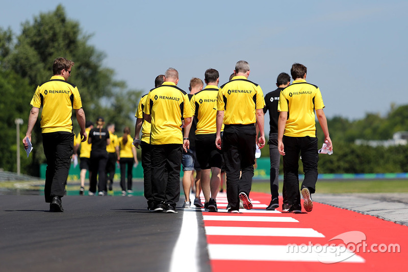 Esteban Ocon, Renault Sport F1 Team Test Driver and Kevin Magnussen, Renault Sport F1 Team walk the