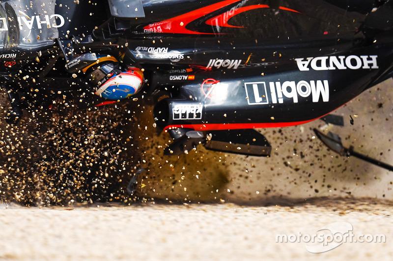 El gran accidente de Fernando Alonso, McLaren MP4-31