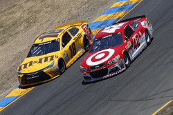 Kyle Busch, Joe Gibbs Racing Toyota, Kyle Larson, Chip Ganassi Racing Chevrolet