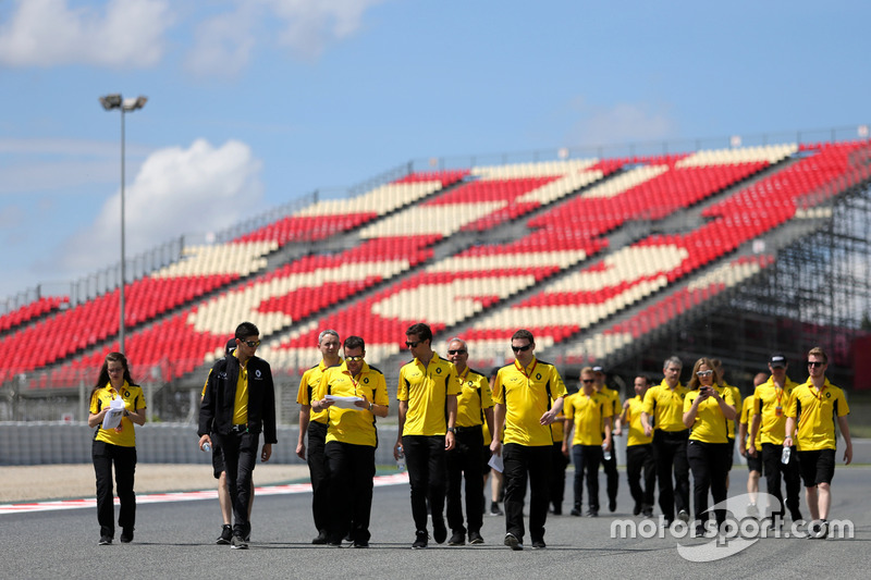 Jolyon Palmer, Renault Sport F1 Team ad Esteban Ocon, Third Driver, Renault Sport F1 Team