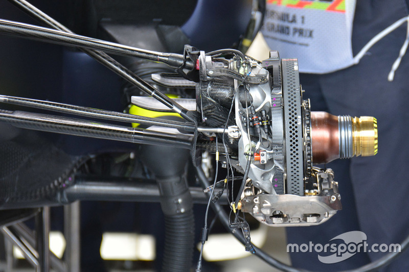 Red Bull Racing RB12: Vordere Bremsscheibe