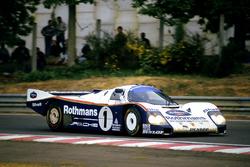 Экипаж Porsche 962C в составе Ханса-Йоахима Штука, Дерека Белла и Эла Холберта