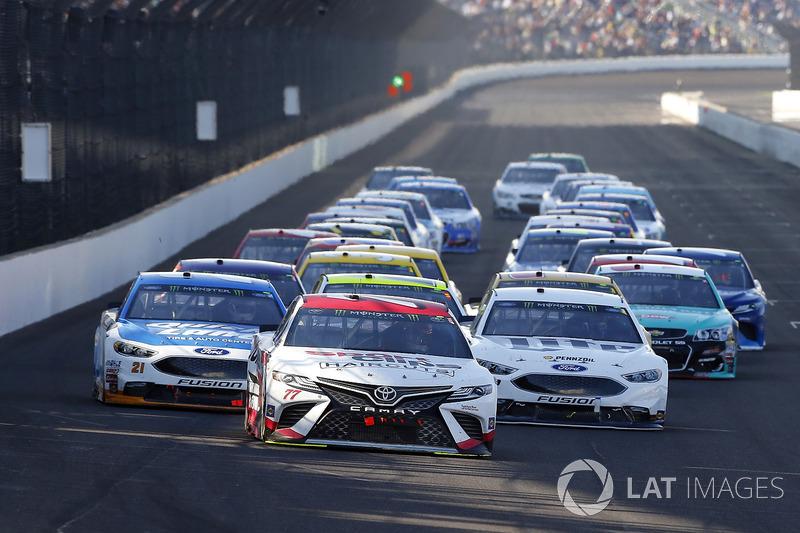 Erik Jones, Furniture Row Racing Toyota, Brad Keselowski, Team Penske Ford, Ryan Blaney, Wood Brothe