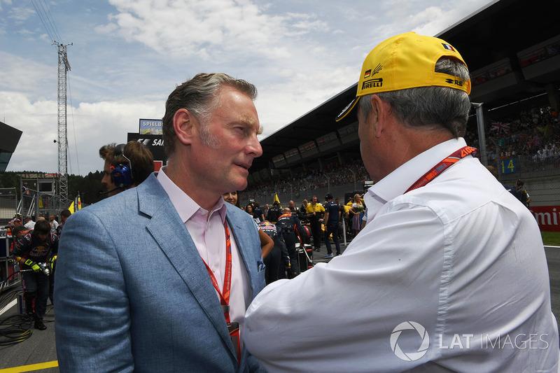 Шон Братчес, керуючий комерційний директор Формули 1, Джером Столл, директор Renault Sport F1