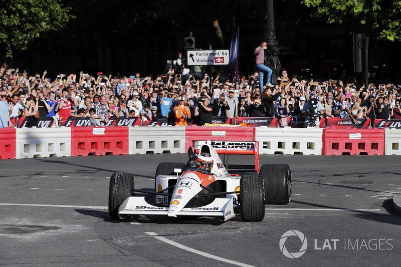 Stoffel Vandoorne, McLaren, conduce el McLaren MP4/6 1991