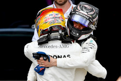 Il vincitore della gara  Lewis Hamilton, Mercedes AMG F1 W08 festeggia nel parco chiuso, Valtteri Bottas, Mercedes AMG F1