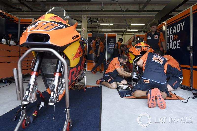 KTM garage