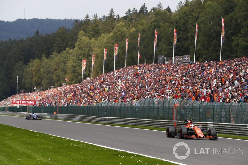 Stoffel Vandoorne, McLaren MCL32 voorop