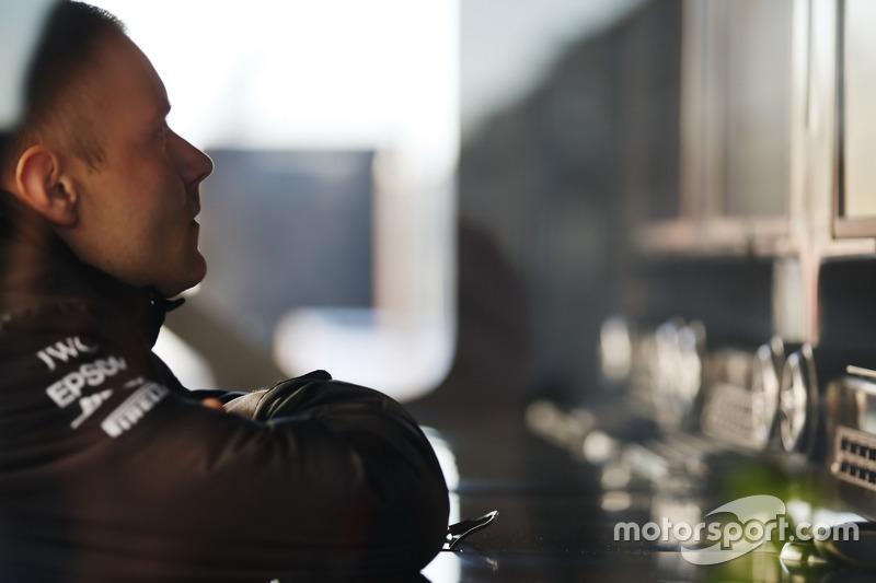 Valtteri Bottas, Mercedes AMG F1 W08, am Kommandostand