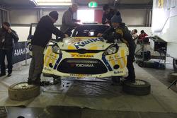 La Ford Fiesta di Alessandro Bettega in riparazione ai box