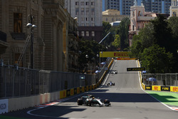 Lewis Hamilton, Mercedes AMG F1 W08, Marcus Ericsson, Sauber C36, Lance Stroll, Williams FW40