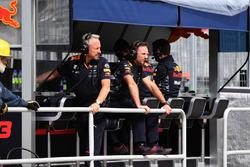 Командний менеджер Red Bull Джонатан Вітлі, керівник Red Bull Racing Крістіан Хорнер на командному містку