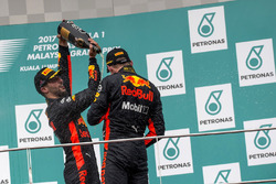 Podyum: 3. Daniel Ricciardo, Red Bull Racing ve yarış galibi Max Verstappen, Red Bull Racing
