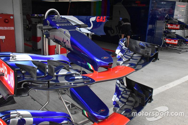 Scuderia Toro Rosso STR12 voorvleugels
