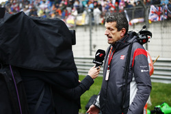 Guenther Steiner, Team Principal, Haas F1 Team, is interviewed on the grid