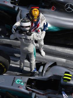 Le deuxième, Valtteri Bottas, Mercedes AMG F1, le vainqueur Lewis Hamilton, Mercedes AMG F1