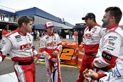 Ryan Blaney, Team Penske, Ford Fusion DEX Imaging and his pit crew