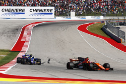 Stoffel Vandoorne, McLaren MCL32, Pascal Wehrlein, Sauber C36, Brendon Hartley, Scuderia Toro Rosso STR12