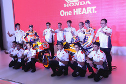 Marc Marquez, Repsol Honda Team, Dani Pedrosa, Repsol Honda Team avec des membres de Honda