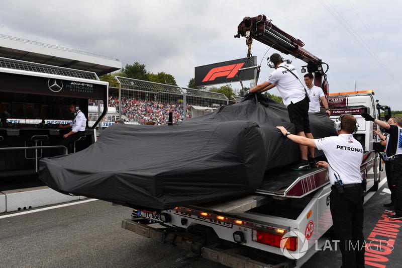 Mobil Lewis Hamilton, Mercedes-AMG F1 W09 di truk pengangkut