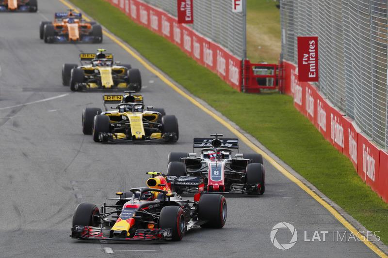 Max Verstappen, Red Bull Racing RB14 Tag Heuer, devant Romain Grosjean, Haas F1 Team VF-18 Ferrari