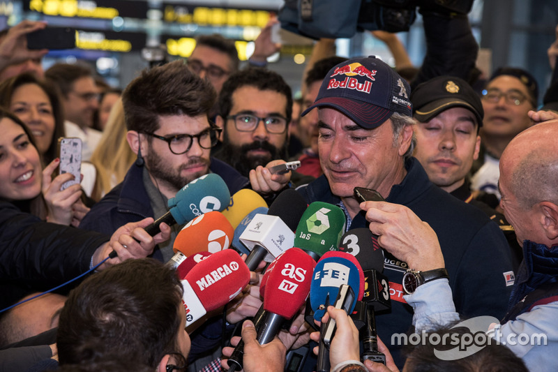 Carlos Sainz, Peugeot Sport speaks to the media
