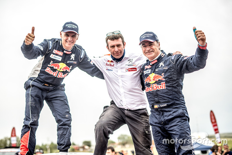 Переможці Карлос Сайнс, Лукас Крус, Peugeot Sport
