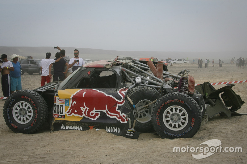 Авария: Брайс Мензис и Питер Мортенсен, X-Raid Team, MINI John Cooper Works Buggy (№310)