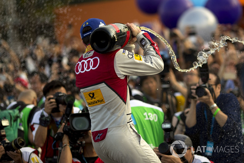 Podium: race winner Daniel Abt, Audi Sport ABT Schaeffler, sprays the champagne