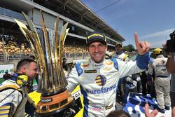 Daniel Serra comemora título da Stock Car em Interlagos