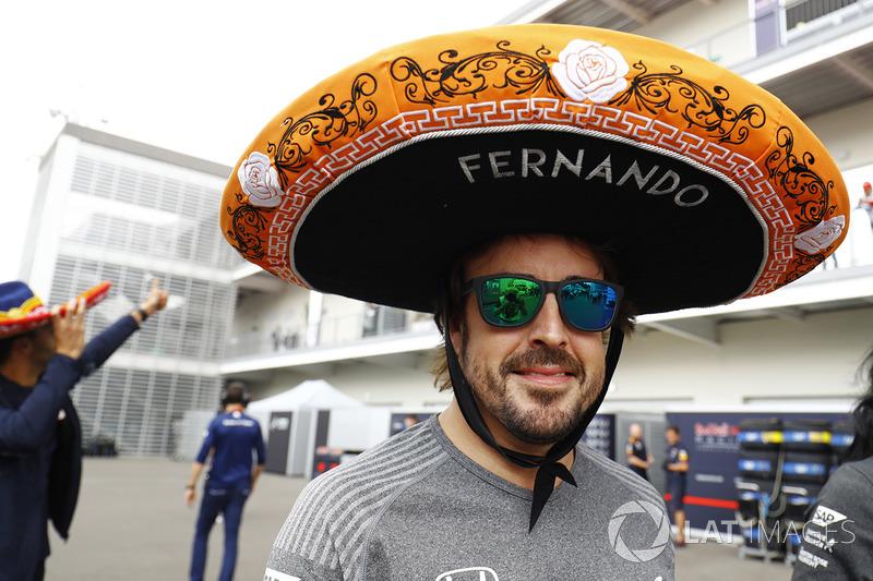 Fernando Alonso, McLaren y su sombrero