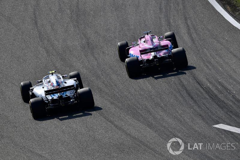 Lance Stroll, Williams FW41 et Sergio Perez, Force India VJM11 battle