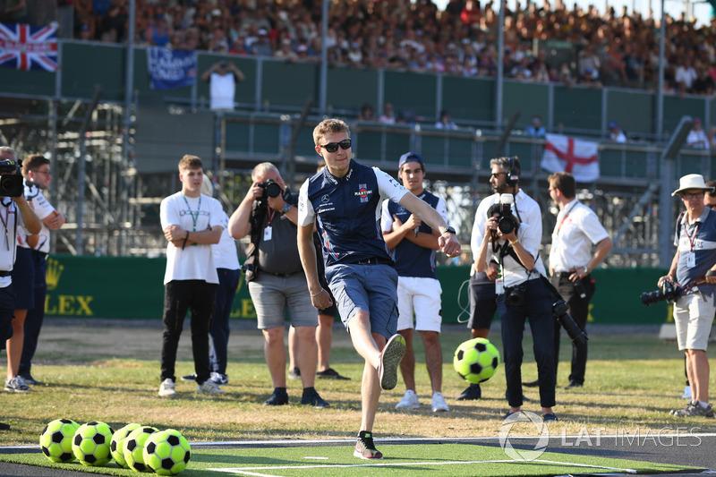 Sergey Sirotkin, Williams, gioca a calcio