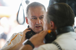 Jonathan Neale, Director General, McLaren, y Zak Brown, Director Ejecutivo, McLaren Technology Gr