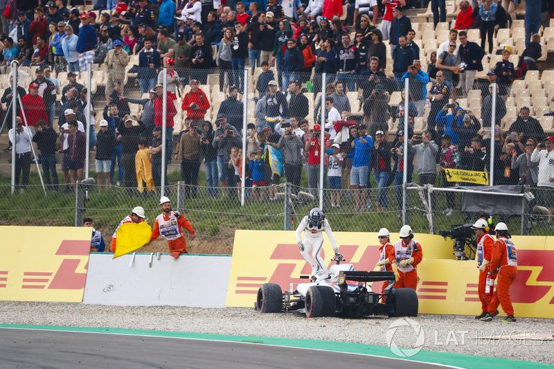 Lance Stroll, Williams Racing, keluar dari mobil