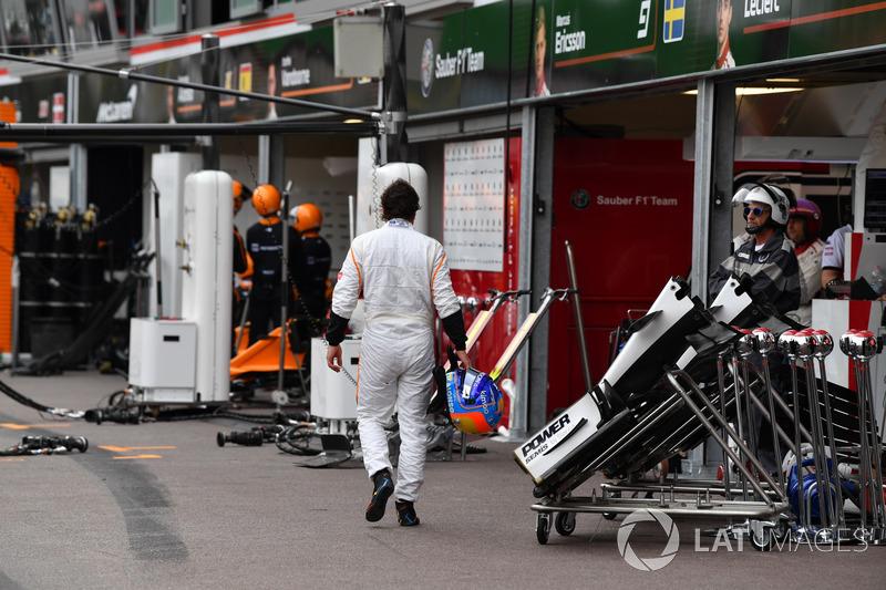 Fernando Alonso, McLaren se retira de la carrera y camina a pits
