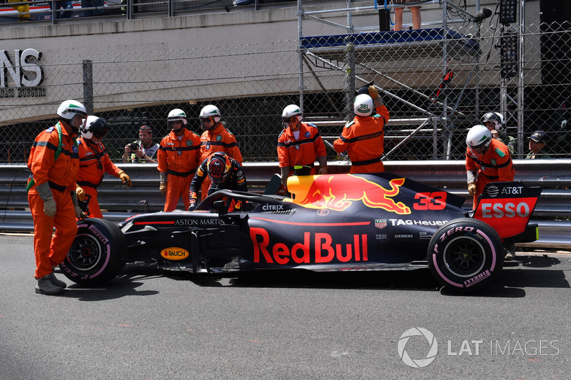 Max Verstappen, Red Bull Racing RB14 na de crash