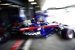 Pierre Gasly, Toro Rosso STR13 Honda, leaves the garage