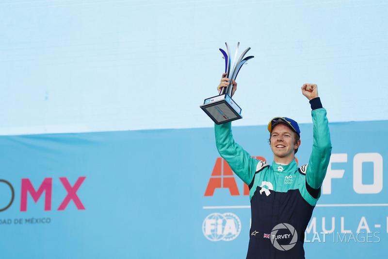 Oliver Turvey, NIO Formula E Team, celebra