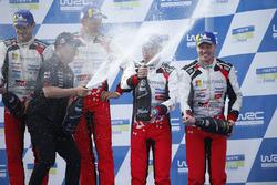 Ganadores Ott Tanak, Martin Järveoja, Toyota Yaris WRC, Toyota Gazoo Racing, terceros Toyota Yaris WRC, Toyota Gazoo Racing