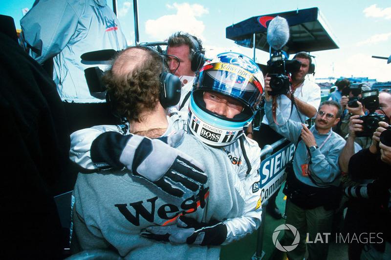 После гонки о джентльменском соглашении Мики и Дэвида узнали все. Таким необычным способом Хаккинен одержал вторую победу в своей карьере в Формуле 1
