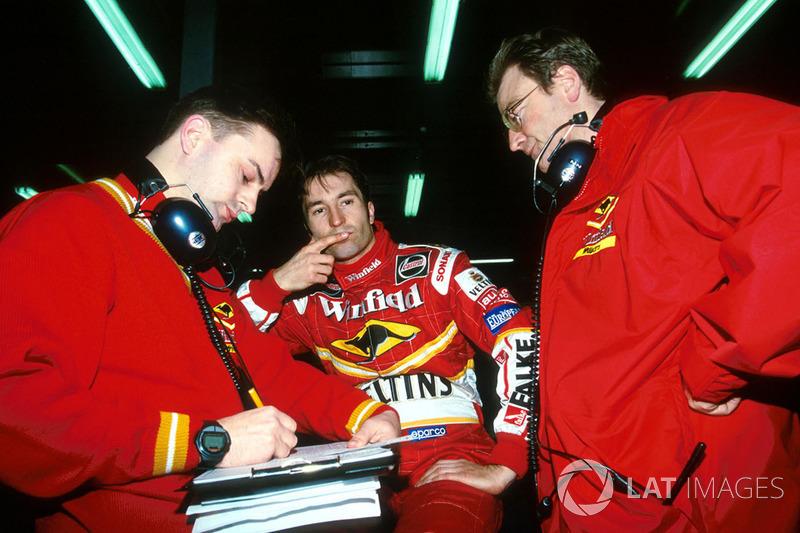 Renault покинула Ф1, оставив без актуальных моторов Benetton и действующих чемпионов мира из Williams. Зато команда из Гроу заручилась поддержкой Winfield и сменила цвета на красно-белые