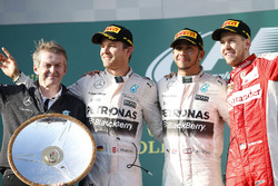 Podyum: Thomas Weber, Daimler AG Group Research & Mercedes-Benz Car Development Yönetim kurulu üyesi, 2. Nico Rosberg, Mercedes AMG, yarış galibi Lewis Hamilton, Mercedes AMG, 3. Sebastian Vettel, Ferrari