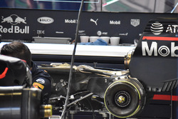 Red Bull Racing mechanics change the engine and gearbox on Daniel Ricciardo's car