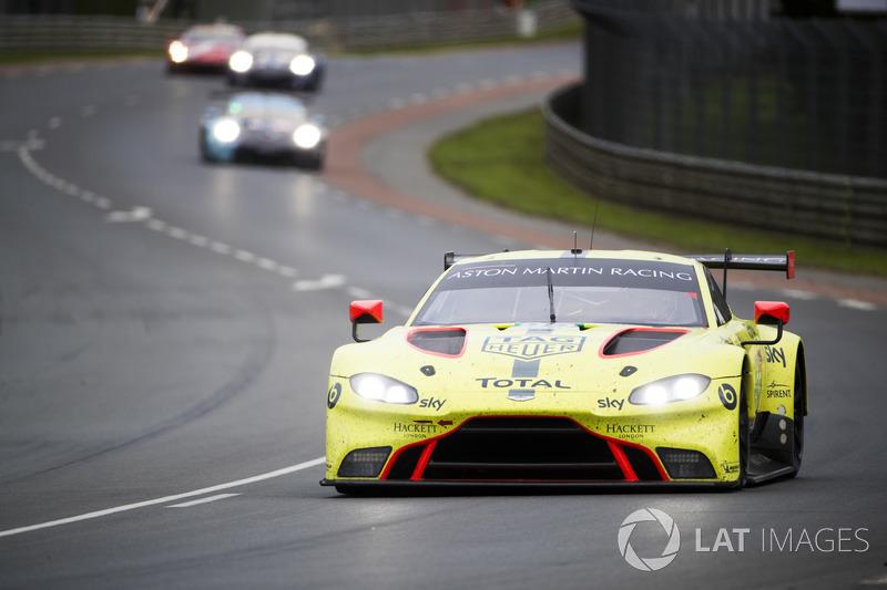 Победившая в прошлом марафоне Aston Martin Racing в этот раз не блистала