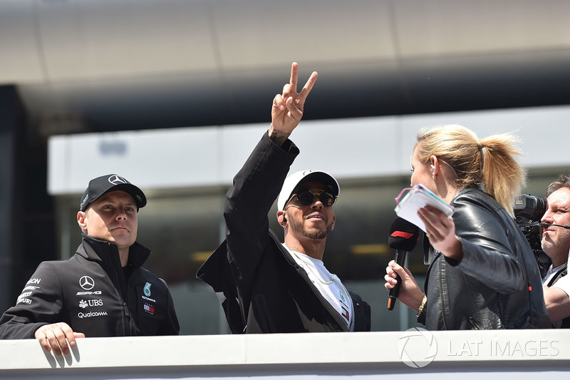 Valtteri Bottas, Mercedes-AMG F1 and Lewis Hamilton, Mercedes-AMG F1 on the drivers parade