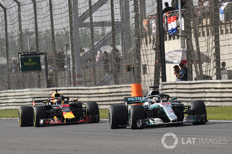 Lewis Hamilton, Mercedes-AMG F1 W09 EQ Power+ and Daniel Ricciardo, Red Bull Racing RB14