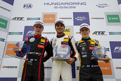 Rookie Podium: Winnner Enaam Ahmed, Hitech Bullfrog GP Dallara F317 - Mercedes-Benz, second place Jü