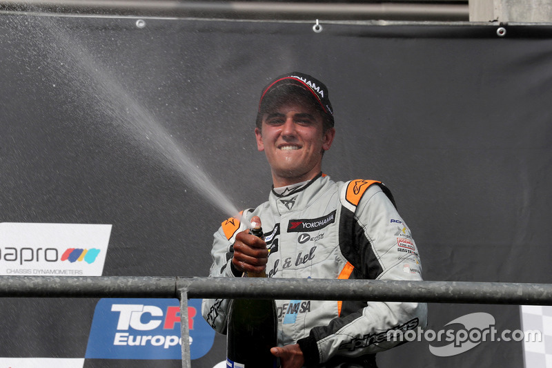 Podium: Mikel Azcona, PCR Sport Cupra TCR